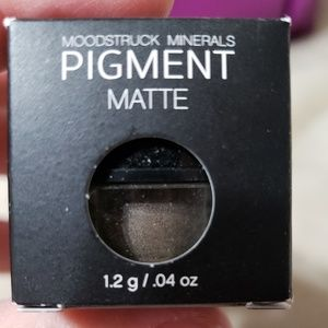 Younique Mineral Eye Pigment ~ Enamored